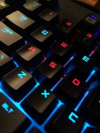 tangentbord som illustrerar spel online